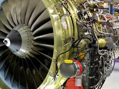 vis et fixation pour moteur aéronautique